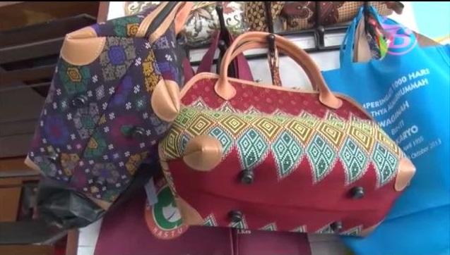 Kain Perca Batik Disulap Menjadi Tas Cantik – Pemerintah Kota Surakarta 6b5e4ec881